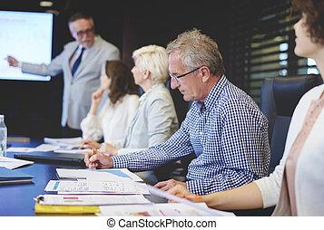 conferência, grupo, pessoas negócio, sentando, tabela