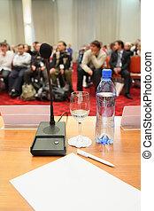 conferencia, hall., gente, foco, enfoque., mucho, bottle., afuera