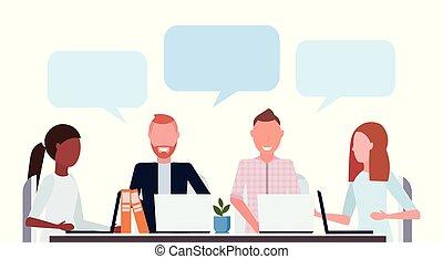 conferentie, plat, collega's, concept, groep, medewerkers, gebruik, malen, vermalen, het bespreken, draagbare computer, vergadering, businesspeople, gesprek, hardloop, toespraak, praatje, communicatie, verticaal, horizontaal, bel