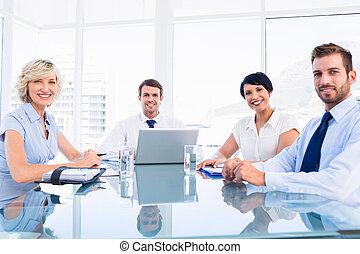 conferentie, stafmedewerkers, tafel, ongeveer, zittende