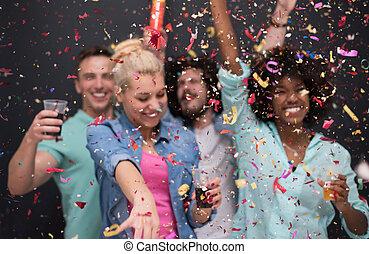confetti, feestje, groep, multiethnic, mensen