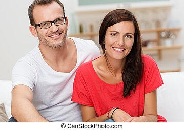 confiado, amistoso, pareja joven