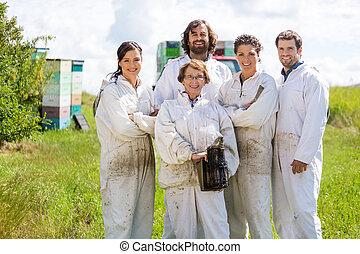 confiado, beekeepers, abejera, equipo