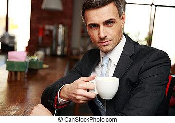 confiado, café, café, bebida, hombre de negocios