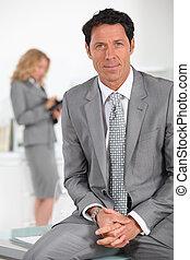 confiado, ejecutivo masculino