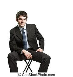 confiado, hombre de negocios, se sentar sobre el sillón de la presidencia