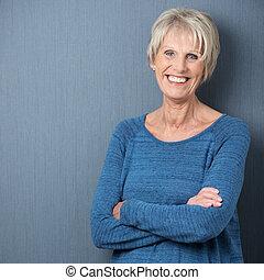 confiado, mujer mayor, atractivo, feliz