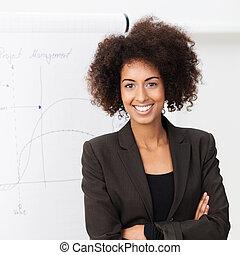 confiado, mujer sonriente, norteamericano, africano