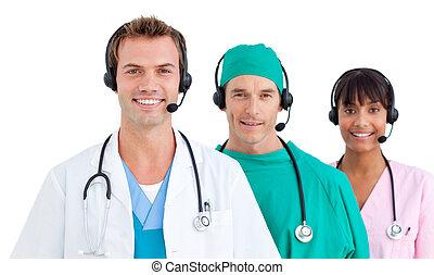 confiant, équipe, utilisation, ecouteurs, monde médical