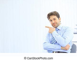 confiant, business, jeune, bureau, homme, ordinateur portable