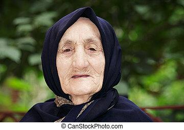 confiant, femme aînée