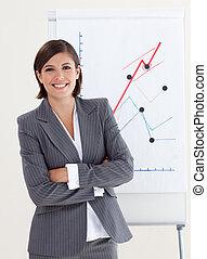 confiant, femme affaires, à, bras pliés
