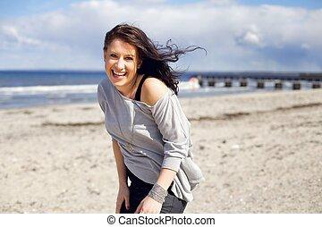 confiant, femme, plage, jeune