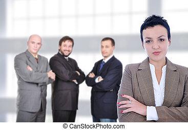 confiant, jeune, professionnels, contre, a, bâtiment, de, moderne, bureau