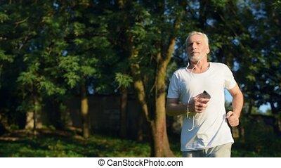 confiant, jogging, parc, homme aîné