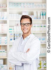 confiant, mâle, pharmacien, à, pharmacie