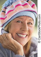 confiant, personne agee, extérieur, femme heureuse