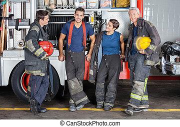 confiant, pompiers, camion, penchant