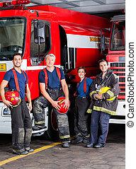 confiant, pompiers, camions, penchant