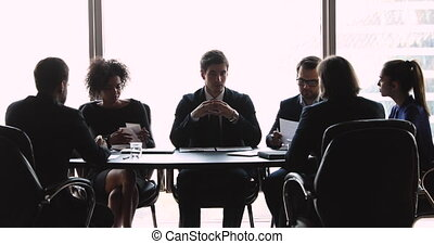 confiant, projet, équipe, mâle, collègues., discuter, jeune, éditorial