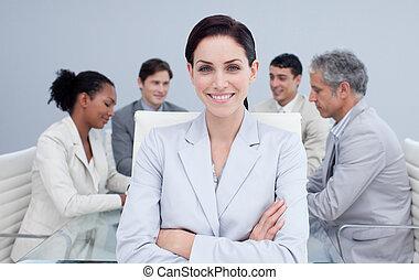 confiant, sourire, réunion, femme affaires