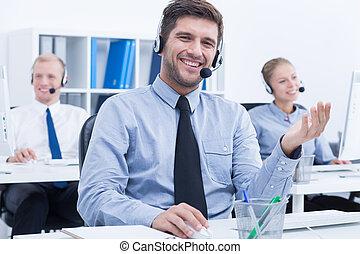 confiant, telemarketer, au travail