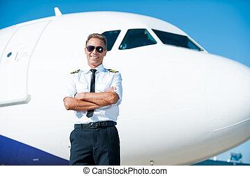 confiante, avião, braços, macho, uniforme, céu, meu, cruzado, fundo, piloto, sorrindo, passion., mantendo