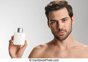 confiante, olhar, homem, câmera foto, mostrando, perfume, ...