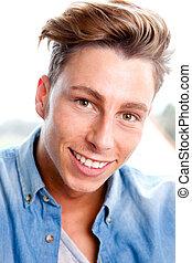 confiante, sorrindo, homem jovem