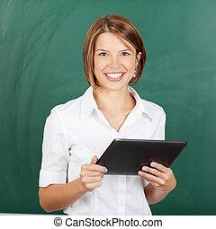 confiante, sorrindo, professor, tablet-pc