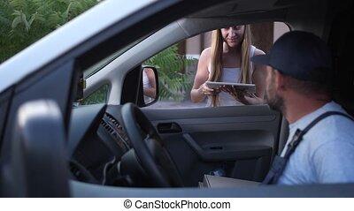 confirmer, tablette, livraison, pizza, extérieur, femme