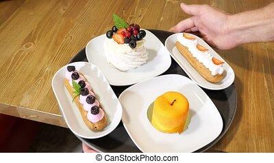 confiseur, attente, savoureux, porte, invités, café, gâteaux