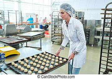 confitero, holding?baking, hoja, con, crudo, pastel