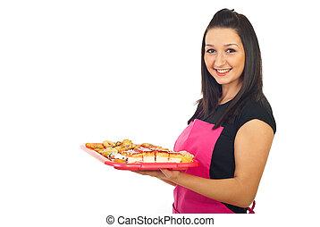 confitero, mujer sonriente, galletas, tenencia