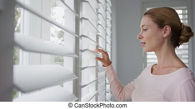 confortable, fenêtre, 4k, dehors, regarder travers, femme,...