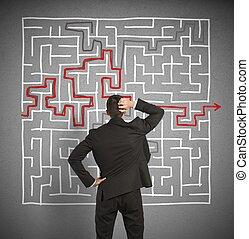 confundido, homem negócio, seeks, um, solução, para, a, labirinto