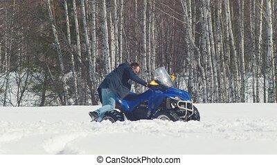 congère, hiver, obtenir, forest., motoneige, homme, dehors