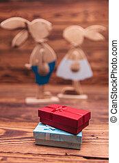coniglietti, legno, coppia, presenta, scatole, fronte, pasqua