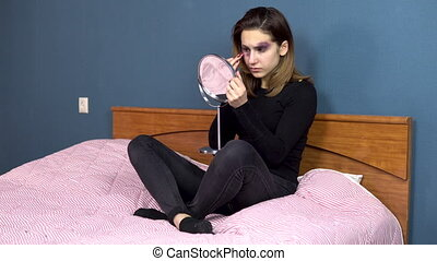 conjugal, girl, visage femme, family., querelles, violence., jeune, contusions, séance, elle, lit, examine, miroir.