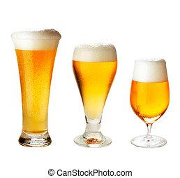 conjunto, con, diferente, copas de cerveza, blanco