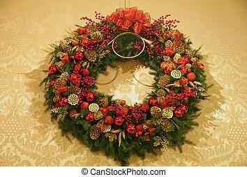 conos, rojo, hermoso, corona de navidad, ornamentos, adornado, pino, winterberry