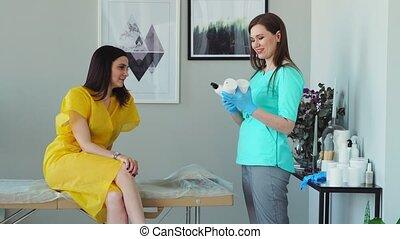 conseille, procedure., sur, aide, déménagement, cheveux, client, maître, shugaring, possibilités, girl