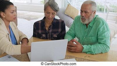 conseiller, couples mûrs, maison