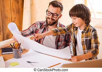 consiglia, vision., suo, indicare, cianografia, giovane, figlio, allegro, mentre, tenere bambino, esso professionale, uomo