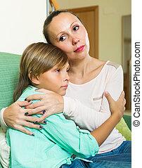 consolare, triste, mezza età, madre, figlio