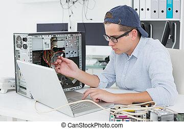 console, draagbare computer, ingenieur, werkende , kapot, ...