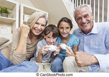 console, famille, &, grands-parents, jouer jeux vidéos,...