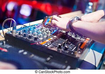 console misturando, dj, música