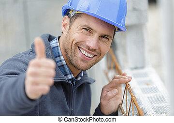 constructeur, hansome, heureux, projection, pouces, appareil photo