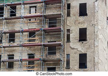 construction bâtiments, façade, vieux, site, échafaudage